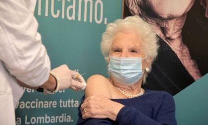 Stavolta valanga di insulti sommerge gli haters contro la Segre vaccinata