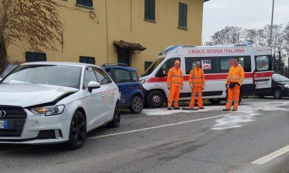 Scontro tra auto sulla 590, quattro feriti