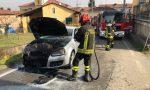 Auto in fiamme mentre viaggia