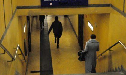 Finti carabinieri derubano tre giovani in stazione a Chivasso