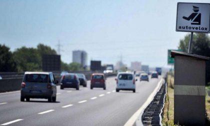 In autostrada ai 242 chilometri all'ora, patente ritirata e maxi multa