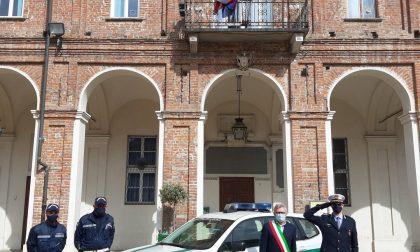 Il sindaco Castello osserva un minuto di silenzio per le vittime del Covid