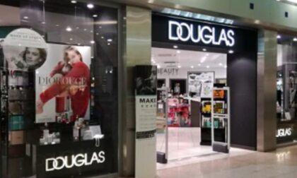 Crisi Douglas, la catena di profumerie chiude altri negozi