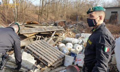 Amianto, rottami ferrosi, olii esausti, materiale plastico: oltre 8.000 tonnellate di rifiuti sequestrati nella discarica LE FOTO