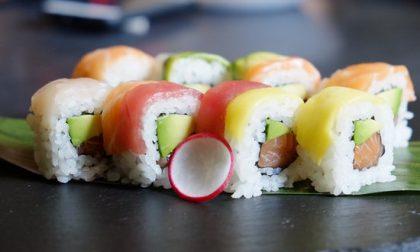 Ubriaco ruba un sushi e aggredisce il vigilantes