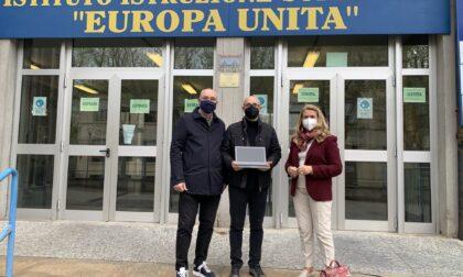 Il Rotary dona dodici Chromebook