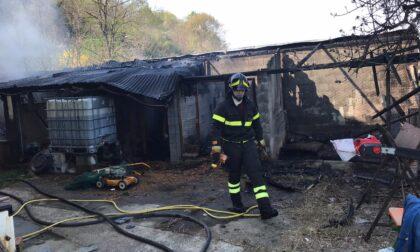 Incendio in Collina, a fuoco un magazzino LE FOTO