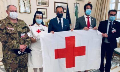 Croce Rossa consegna la bandiera al presidente Cirio