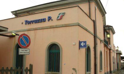Controlli della polizia in stazione a Torrazza