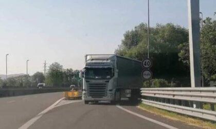 Tir fantasma contromano in autostrada