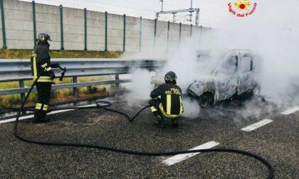 Incendio auto sull'autostrada A4