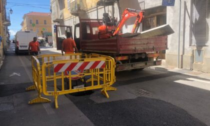 Sprofonda l'asfalto in via Roma