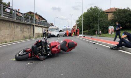 Schianto tra auto e moto, muore centauro 40enne