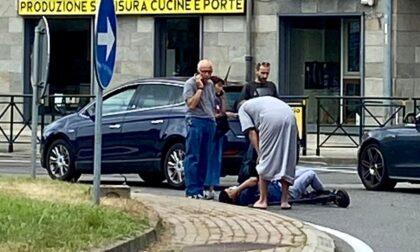 Monopattino contro auto, giovane in pronto soccorso LE FOTO