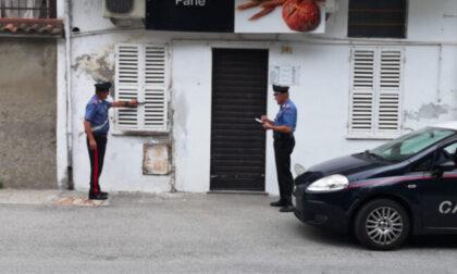 Rubano in un negozio di alimentari, 5 giovani denunciati