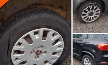 Pneumatici bucati nei parcheggi per distrarre «la vittima»