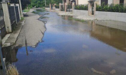 Temporale estivo e la strada diventa un fiume