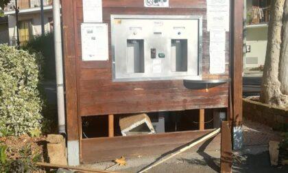 Spaccano e rubano i soldi dalla casetta dell'acqua: si cercano testimoni