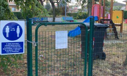 Parco giochi chiuso da mesi, la rabbia delle mamme
