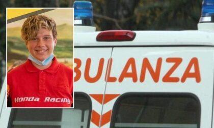 Terribile incidente in moto: ragazzina si schianta contro il trattore del padre e muore